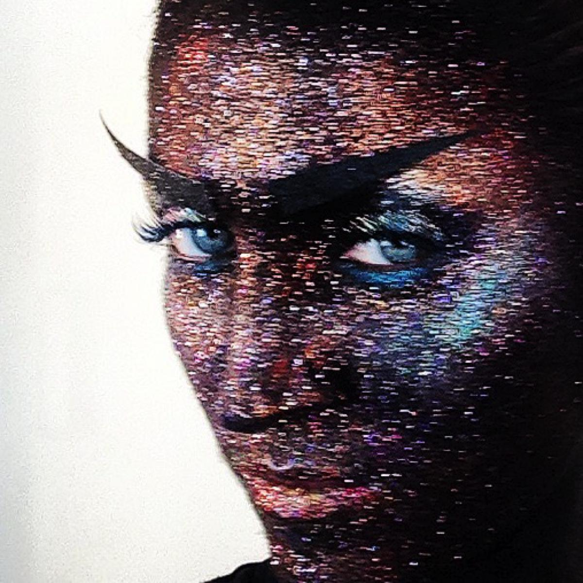 "How to do the ""Wall of Glitter"" makeup"